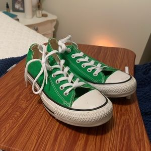 Low top green converse
